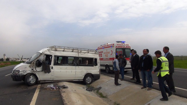 Yolcu minibüsü devrildi: 8 yaralı