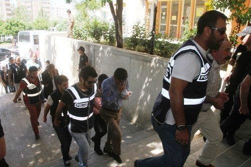 Suriyelilere Sahte kimlik veren 9 kişi tutuklandı
