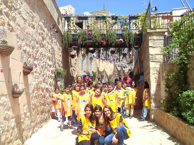 Öğrenciler Mardin sokaklarını çiçeklendirdi