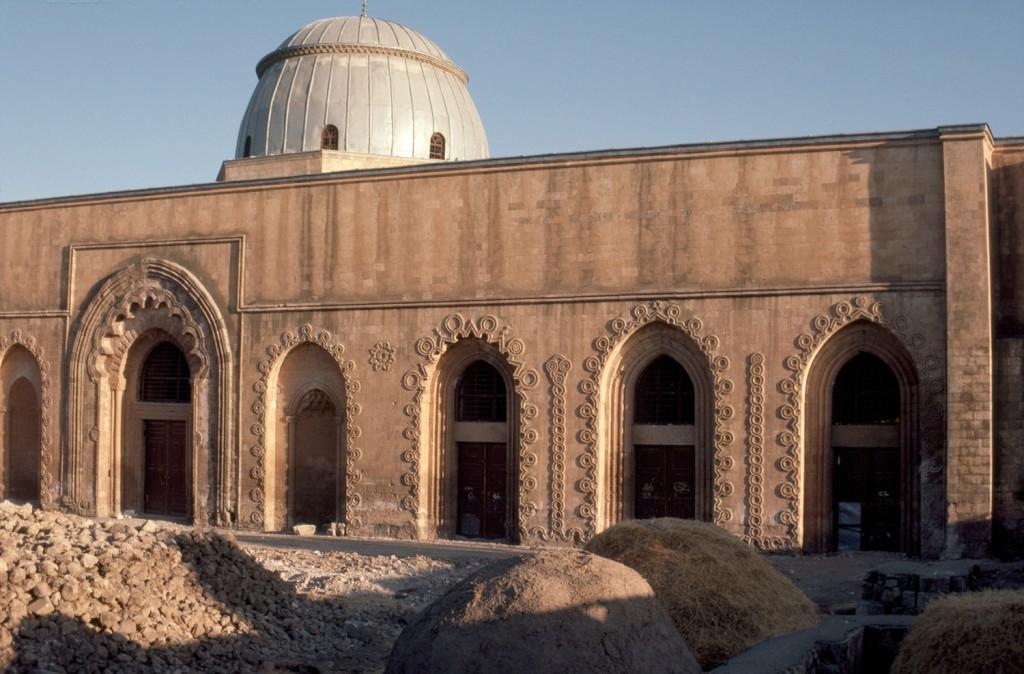 800 yıllık camide restorasyon