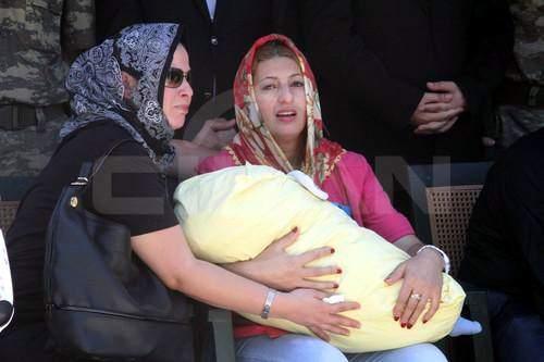 Şehit polisin 2 aylık oğlu Ali yetim kaldı
