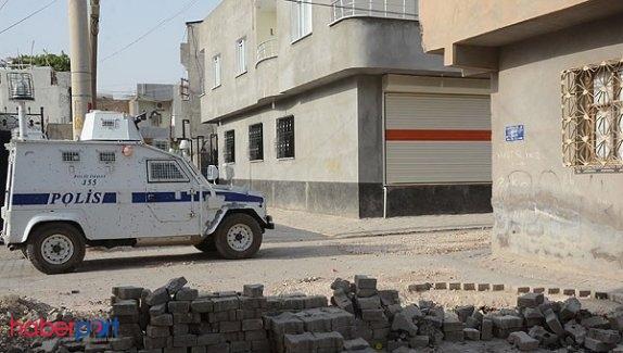 Hendekleri dolduran polislere silahlı saldırı
