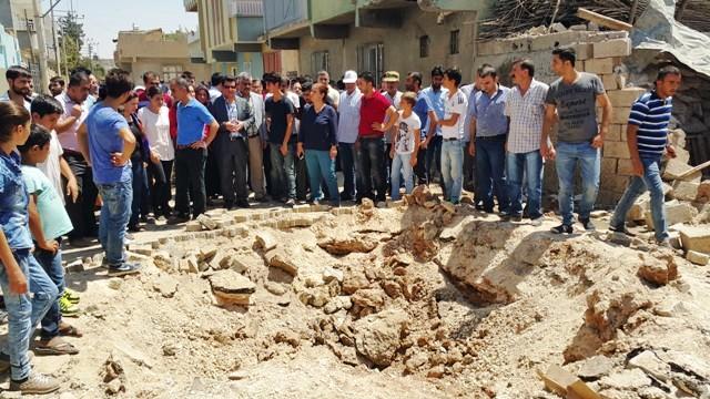 HDP'li vekiller patlamanın yaşandığı mahallede incelemelerde bulundu
