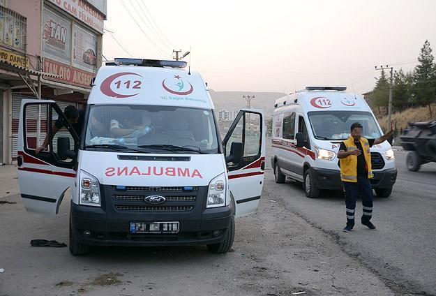 Cizre'de teröristler ambulans yağmaladı