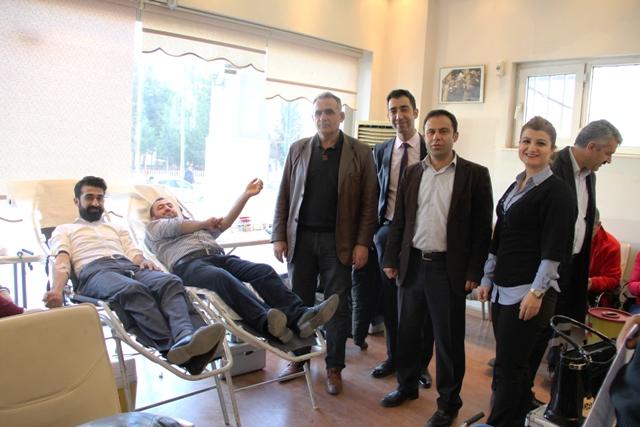 Kan bağışına Ak partililerden yoğun ilgi