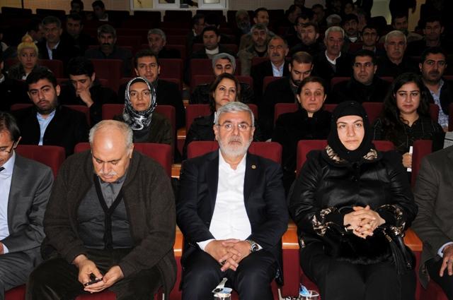 """Mardin'de """"Yeni Türkiye ve Başkanlık Sistemi"""" paneli"""