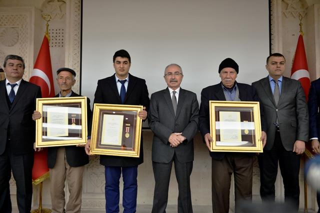 Şehit Ailelerine Devlet Övünç Madalyası ve Beratı
