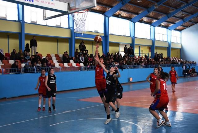 Nusaybin'de okullar arası basketbol müsabakaları