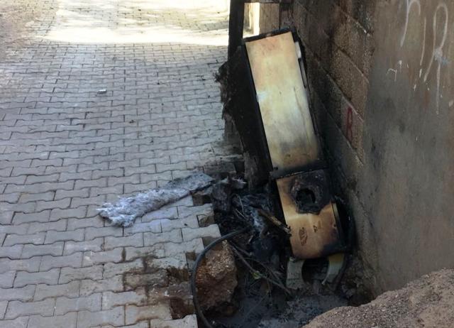 Derik'te ASOP panosunu yaktılar