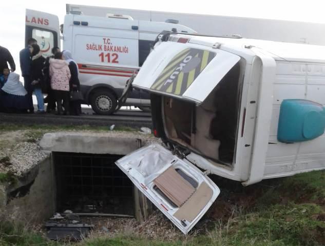Minibüs devrildi: 11 yaralı