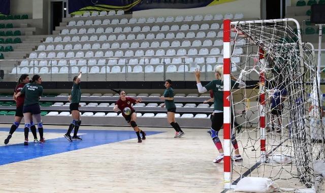 Hazırlık maçında Başak Spor  Sağlık Sporu 25-22  yendi
