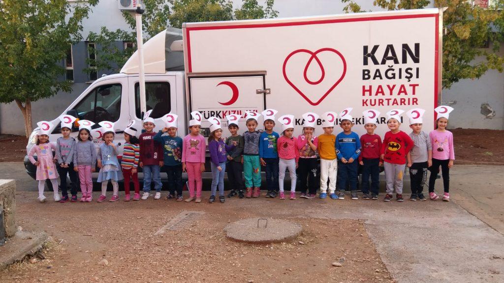 Minik öğrencilerden Kan Bağışı kampanyası