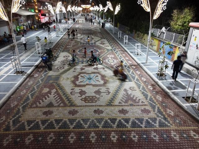Kızıltepe'de bir cadde halı motifleri ile bezendi