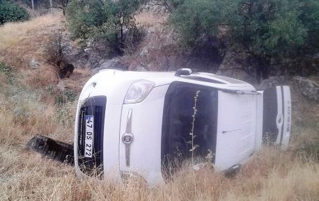 Hafif ticari araç  şarampole devrildi: 1 yaralı