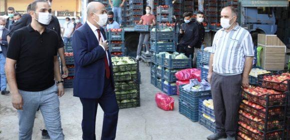 Vali Demirtaş, Kızıltepe'de sebze ve meyve hali esnafıyla buluştu