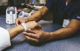 İzolasyon sürecindekilere hasta bilekliği zorunluluğu