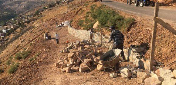 Dargeçit'te istinat duvarı yapılıyor