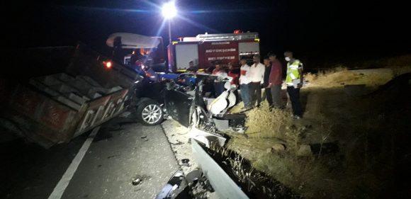 Feci trafik kazası: 6 ölü, 2 yaralı