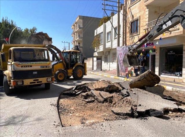 Nusaybin'de asfalt yama çalışmaları başladı