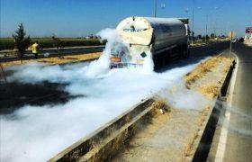 Tır, azot yüklü tankere çarptı