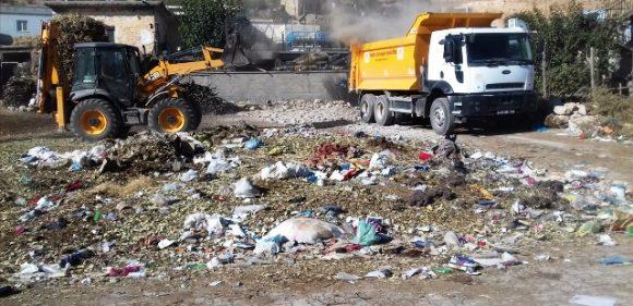 Dargeçit kırsalında biriken çöpler toplanıyor
