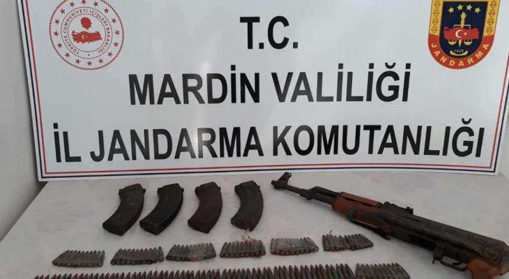 Silah, patlayıcı madde, mühimmat ve el bombası ele geçirildi